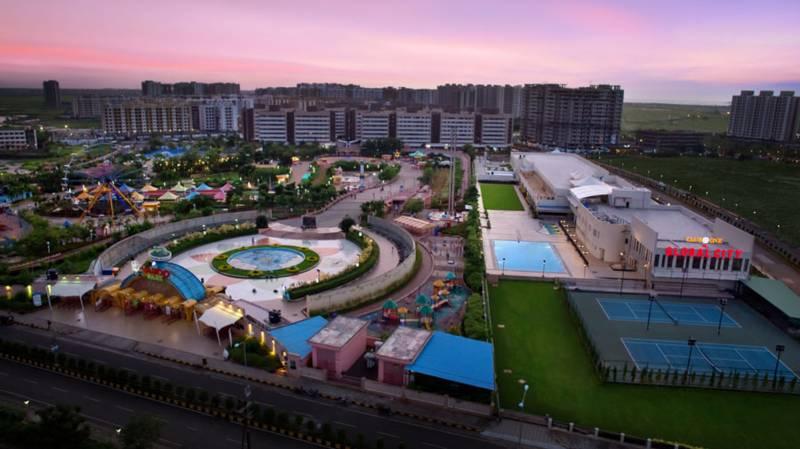 Image Of Swimming Pool Of Sb Lifespaces Blu Pearl Virar Mumbai