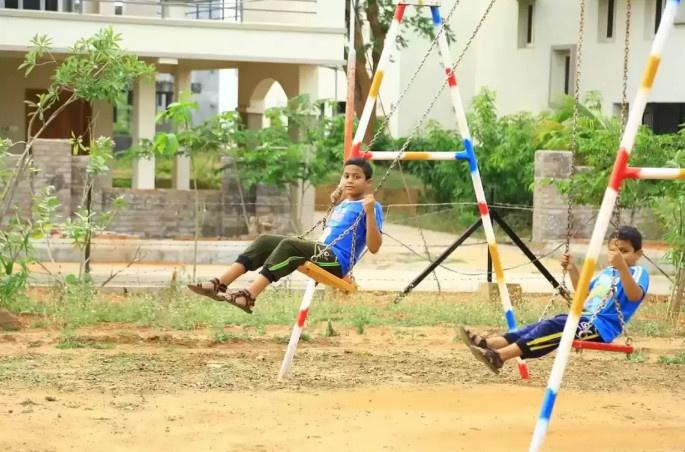 bridge-county-apartments Children's play area