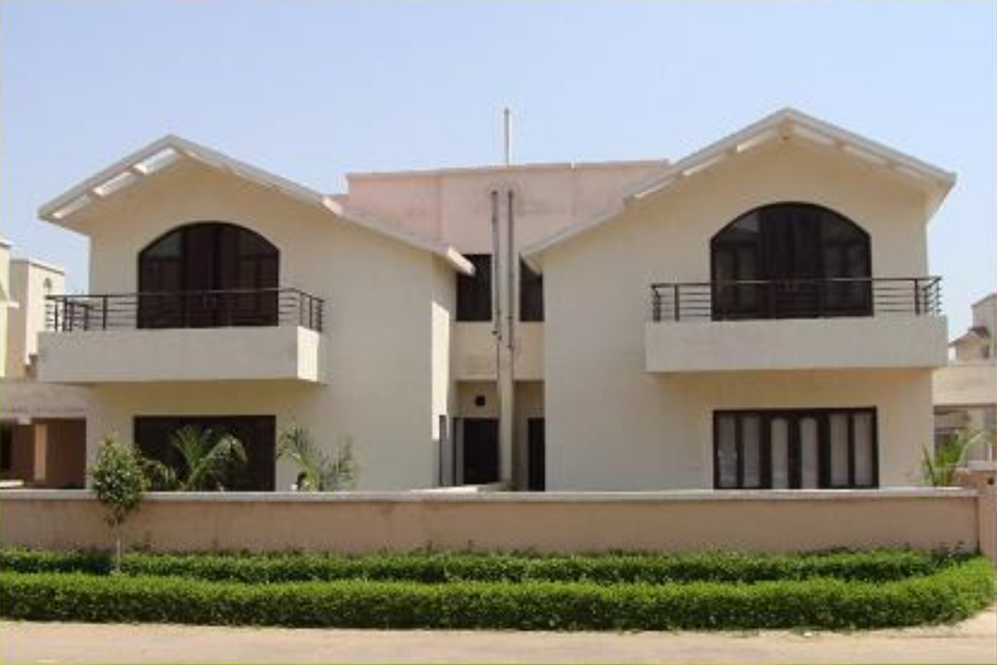 2000 sq ft 3 bhk 4t villa for sale in landmark group for Villa elevation photos