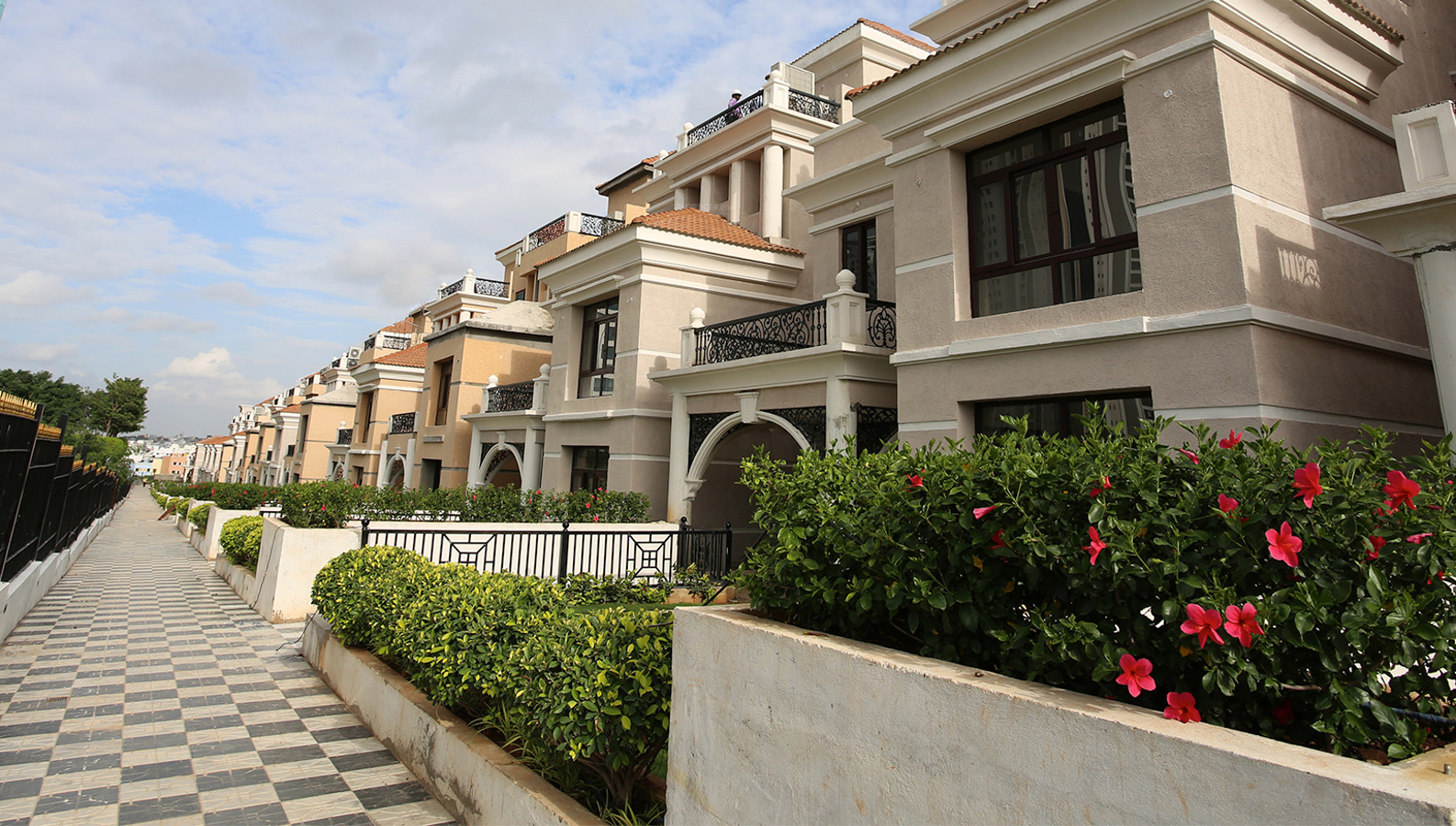 Lanco Hanging Gardens Villas In Manikonda Hyderabad Price Location Map Floor Plan Reviews