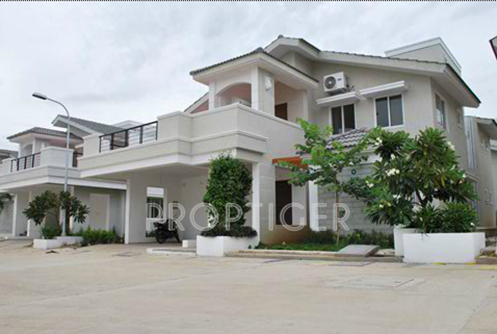 4800 sq ft 4 bhk 4t villa for sale in chaitanya builders for Koi pool villa