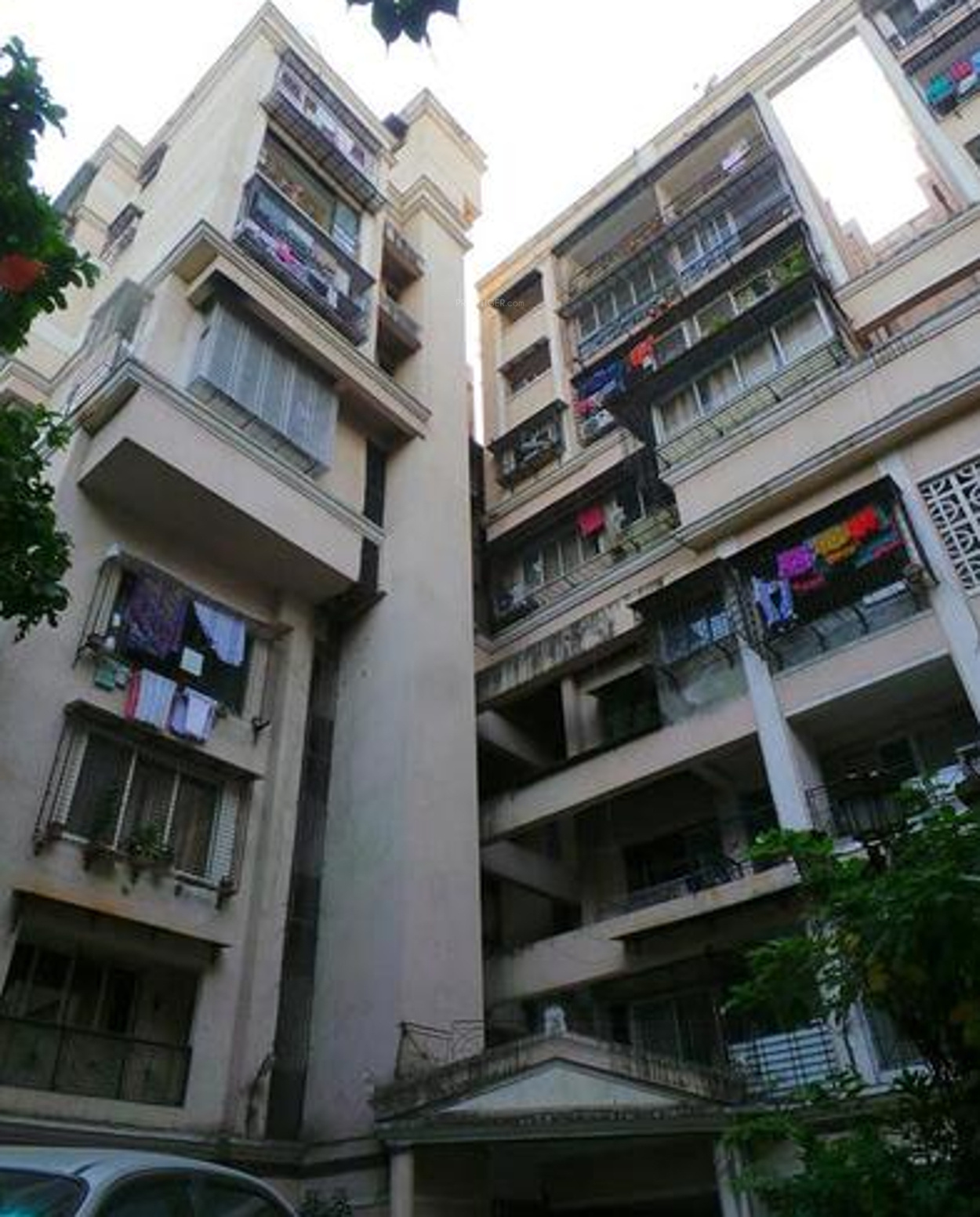 RNA Jolly Apartment In Santacruz West, Mumbai