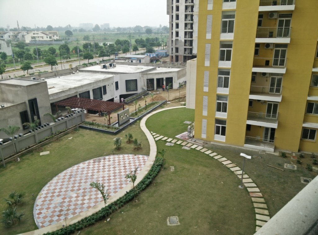 Tulsiani Golf View Apartments In Sushant Golf City